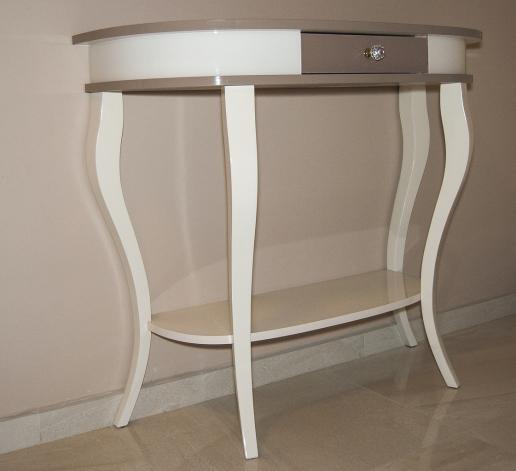 Egyedi, teljesen különleges akril asztalka. Különleges lábkiképzésű, teljességgel egyedi.